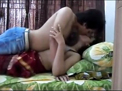 Hot Indian Babe Makes A Sextape - full vid at mycamlife.co.uk - mycamlife.co.uk