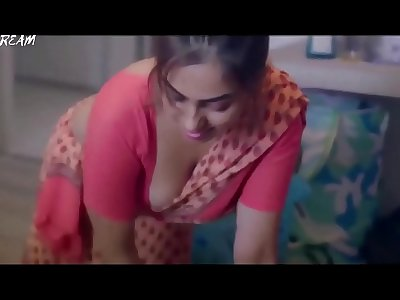 indian maid huge cleavage